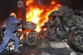 Ukraine: Tổng thống nhượng bộ, đụng độ vẫn tiếp diễn