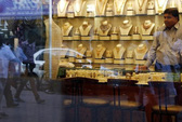 Giận vợ, nuốt luôn 12 miếng vàng