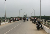 Ném xe đạp xuống sông Lam rồi nhảy cầu tự vẫn