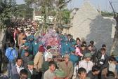 Hàng ngàn người dân khóc tiễn đưa trung úy hy sinh tại Trường Sa