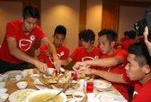 U19 Việt Nam mất 12 giờ mới đến được Brunei