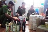 Bắt xe khách chở 160 chai rượu Chivas nhập lậu