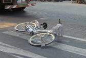 Học sinh lớp 6 chết thảm dưới bánh xe container