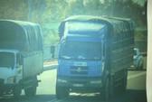 Tài xế lạng lách, ép xe CSGT trên Quốc lộ 1