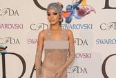 """Rihanna chẳng ngại khi """"mặc như không"""""""