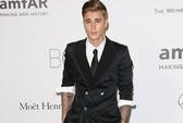"""Justin Bieber bị cáo buộc cố """"cướp"""" điện thoại"""