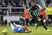 Newcastle hạ knock-out Chelsea, Arsenal thua thảm Stoke City