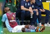 Benteke chấn thương: Tuyển Bỉ lo thiếu tiền đạo đá World Cup