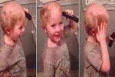 Clip bé trai chải tóc bằng ... tông đơ gây sốt