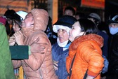 Hà Nội: Tiểu thương ôm nhau khóc vì cháy chợ Cầu Diễn