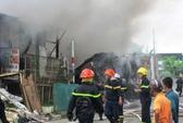 Cháy vựa phế liệu, di tản hàng chục học sinh mầm non