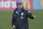 HLV đội Brazil nhận tin buồn trước trận khai mạc World Cup