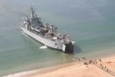 Tàu chiến Ấn Độ mắc cạn