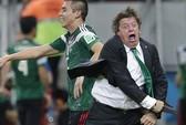 HLV Mexico cũng trẻ con không kém ông Mourinho