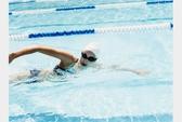 Nước tiểu và clo trong hồ bơi ảnh hưởng tới sức khỏe