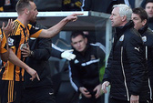 """HLV Newcastle United bị cấm chỉ đạo 7 trận vì cú """"thiết đầu công"""""""