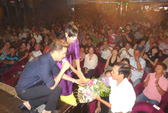 Đàm Vĩnh Hưng quyên góp tiền giúp nhạc sĩ Vinh Sử