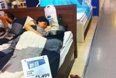 Dân Trung Quốc đổ xô đến cửa hàng nội thất... ngủ trưa