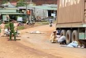 Té ngã trước đầu xe container, 1 người chết, 1 người bị thương