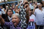 Ông Suthep dọa xử bà Yingluck