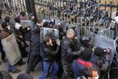 Người thân Nga chiếm vũ khí ở Đông Ukraine