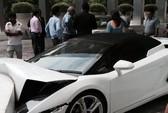 Ấn Độ: Nhân viên khách sạn lao siêu xe vào tường