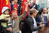 Kiều bào đồng loạt xuống đường phản đối Trung Quốc