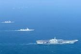 """Tàu hộ tống """"tí hon"""" loay hoay bảo vệ tàu sân bay Liêu Ninh"""