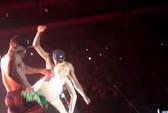 Ngoáy mông giả trên cờ Mexico, Miley Cyrus bị chỉ trích