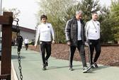 Trợ lý Faria chịu phạt nhưng HLV Mourinho thì không