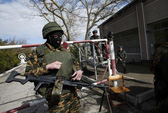 Nga tuyên bố không rút quân khỏi Crimea