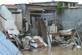 Thức khuya xem World cup, phát hiện 7 căn nhà đổ xuống sông