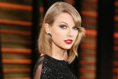 """Fan cuồng"" bị cấm đến gần Taylor Swift"