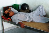 Phu trầm tông thẳng xe vào nhân viên kiểm lâm