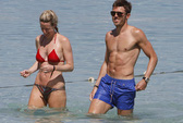 Carrick vui đùa với vợ, chờ tin vui từ HLV Hodgson