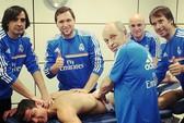 Ronaldo nhờ 5 người mát-xa, chuẩn bị đối đầu Ibrahimovic