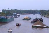 Giông lốc nhấn chìm sà lan, 2 người thiệt mạng