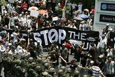 """Thái Lan: Quân đội trấn áp """"Áo đỏ"""""""