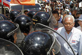 Quân đội Thái Lan dọa dùng vũ lực