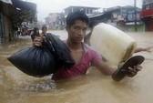 Manila tê liệt vì bão lũ