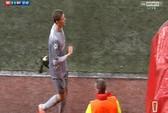 Thủ môn Arsenal sẽ bị phạt vì cử chỉ thô tục
