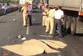 Hai nữ công nhân chết thảm dưới bánh xe container