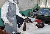 Một phụ nữ nghi nhiễm Ebola chết trên máy bay