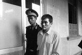 Cho bé gái ăn cơm rồi hại đời, lão nông lãnh 14 năm tù