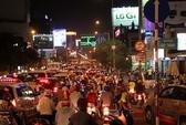 Đường ra Tân Sơn Nhất kẹt chưa từng thấy vì xe khách cán người