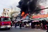Cháy cửa hàng gây náo loạn cả khu chợ