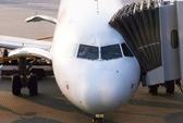 """Khách Trung Quốc bị đuổi xuống máy bay vì """"cố thủ"""" nhà vệ sinh"""