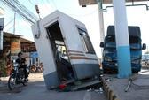 Xe tải mất thắng, tông sập trạm thu phí trên quốc lộ