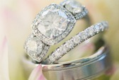 Những chiếc nhẫn cưới đầy