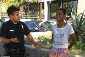 """Nữ diễn viên xin lỗi cảnh sát về vụ """"sex"""" trong xe"""